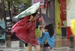 Typhoon Kalmaegi sweeps over Hong Kong